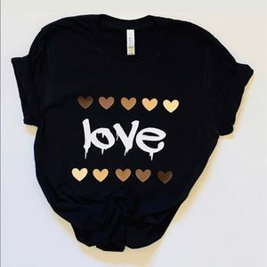 Tops - Love Tshirt in black